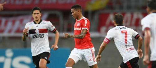 Flamengo e Inter protagonizaram um duelo digno de final. (Arquivo Blasting News)