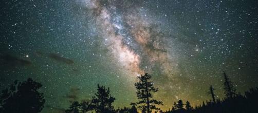 Oroscopo e previsioni zodiacali del 28 ottobre: Bilancia innamorata e Sagittario intraprendente.