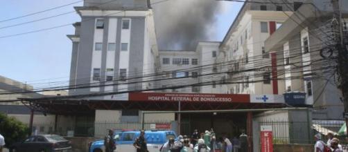 Prédio do hospital de Bonsucesso pega fogo e pacientes são retirados. (Arquivo Blasting News)