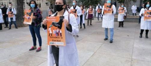 Los médicos de todo el país exigen la retirada del Real Decreto Ley 29/2020.
