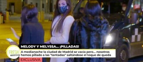 Un reportero de 'Ya es mediodía' dio con ellas en el centro de Madrid pasadas las 00.00 horas.