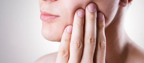 Dores no dente podem indicar sensibilidade. (Arquivo Blasting News)