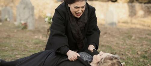 Il Segreto, spoiler spagnoli: Isabel uccide Eulalia caduta nella trappola di Francisca.
