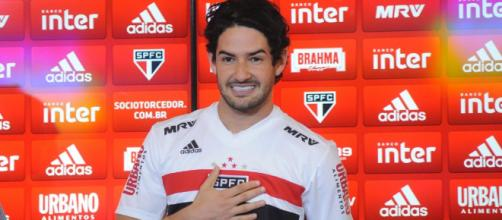Sem clube, o atacante Alexandre Pato não atua pela Seleção Brasileira principal desde 2013. (Arquivo Blasting News)