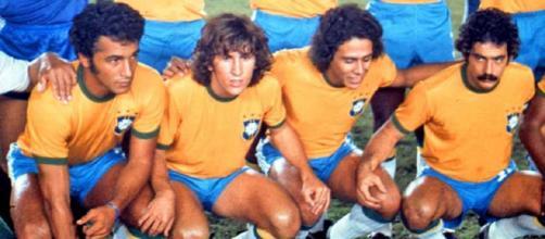 La 'prima linea' della selecao nel 1977: Gil, Zico, Roberto Dinamite e Rivelino.