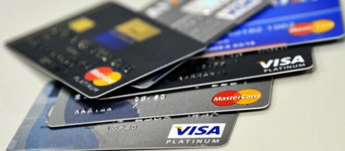 Aumentar o limite do cartão de crédito tem várias vantagens. (Arquivo Blasting News)