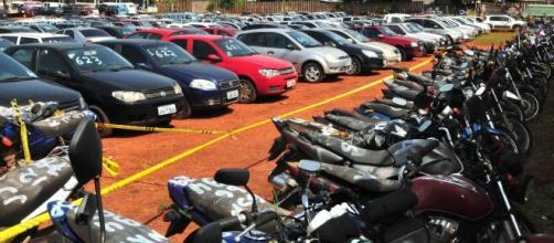 Os leilões são uma ótima oportunidade para a compra de carros em conta. (Arquivo Blasting News)