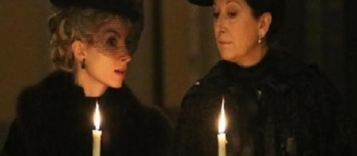 Una Vita, trame spagnole: Ursula semina paura nel quartiere.