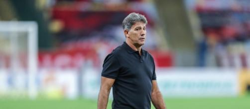 Contrário à tendência, Renato está há 4 anos no comando do Grêmio. (Arquivo Blasting News)