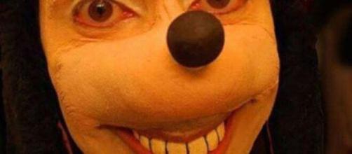 'Jonathan Galindo' se basa en una máscara parecida a Goofy