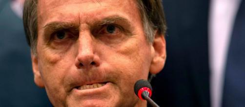 Bolsonaro não consegue explicar o que é o sistema, ao ser parabenizado. (Arquivo Blasting News)