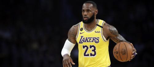 LeBron James pertenece a la plantilla de Los Angeles Lakers de la NBA.