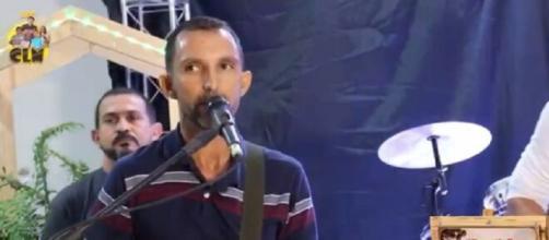 O cantor não resistiu após passar mal durante live. (Reprodução/Redes Sociais)