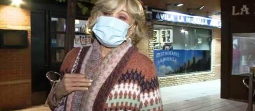 Mila Ximénez a la salida del centro de salud donde realiza el tratamiento de quimioterapia para tratar su cáncer de pulmón.