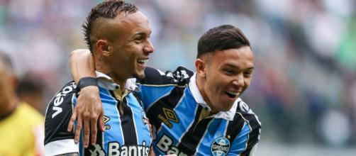Pepê assumiu o lugar de Everton no Grêmio, sendo os dois da base do clube. (Arquivo Blasting News)