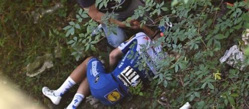 Evenepoel, caduto al Giro di Lombardia: 'Per un millimetro non sono su una sedia a rotelle'.