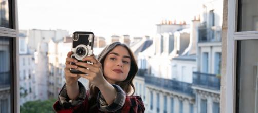 Nova série da Netflix, 'Emily em Paris', recebe duras críticas da imprensa francesa. (Reprodução/Netflix)