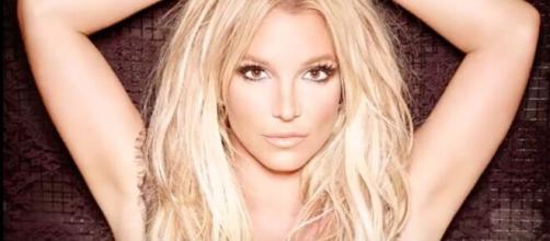 Britney Spears - Elle poste une photo au naturel et enflamme la toile - Photo capture d'écran Vidéo YouTube