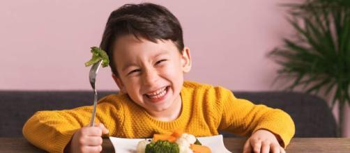 Hábitos saudáveis na infância estimulam crianças a se tornarem adultos saudáveis. (Arquivo Blasting News)