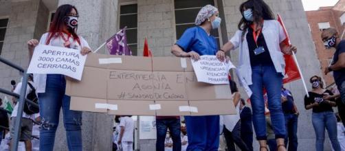 Los médicos reaccionan con descontento al Real Decreto Ley que consideran desmantela el sistema sanitario