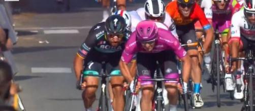 La vittoria di Arnaud Demare nella tappa di Brindisi.