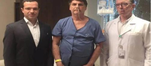 Médico de Bolsonaro acompanhando a recuperação do seu paciente. (Arquivo Blasting News)