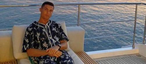 Cristiano Ronaldo dort 6 fois 90 minutes par jour