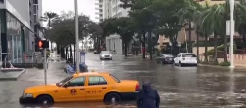 Tropical Storm Eta hits Florida with heavy rainfall, high winds. [Image source/Global News YouTube video]