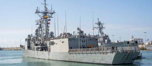 Buques español y americano en la Base de Rota, esta base es el eje del tratado con EEUU.