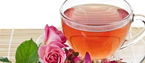El té de rosas ayuda a disminuir los cólicos