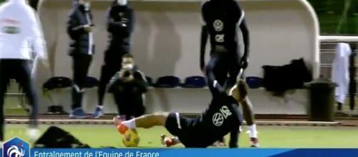Olivier Giroud moqué pour ses prestations en équipe de France (source : Capture Twitter équipe de France)