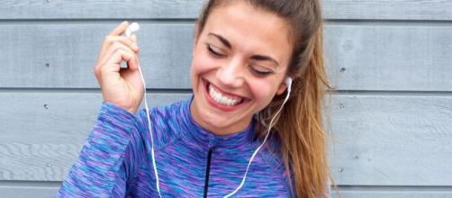 Conhecido como o hormônio do riso, a endorfina pode ser liberada através de ações naturais. (Arquivo Blasting News)