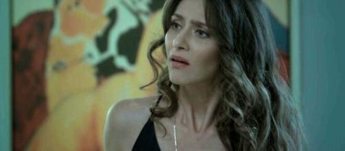 """Joyce fica inconformada com Ivana em """"A Força do Querer"""". (Reprodução/TV Globo)"""