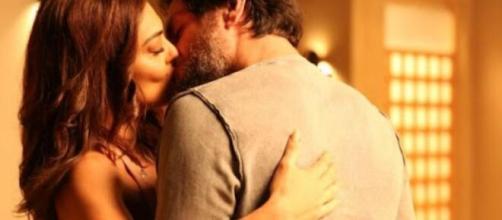 """Bibi e Caio decidem retomar paixão antiga em """"A Força do Querer"""". (Reprodução/TV Globo)"""