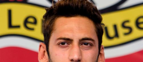 Hakan Calhanoglu potrebbe trasferirsi alla Juventus.