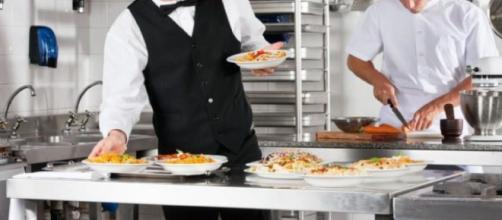 Offerte di lavoro per cuochi, camerieri e pizzaioli.