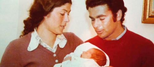 Teresa Rivera junto a su hermano Paquirri y Kiko Rivera en brazos