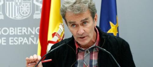 El Consejo General de Colegios de Médicos pide el cese de Fernando Simón por ineficiente gestión durante la pandemia.