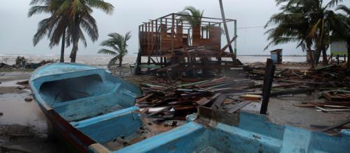 El huracán Iota azota con toda su furia el norte de Nicaragua.