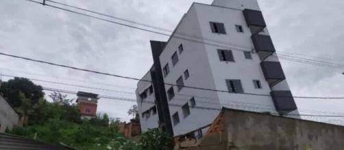Prédio em construção tomba em Betim (MG) e vizinhos são retirados do local. (Arquivo Blasting News)