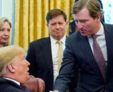 Donald Trump ha despedido al director de la CISA tras sus declaraciones negando fraude electoral.