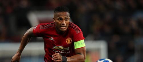 Ex-Manchester United, o lateral-direito equatoriano Antonio Valencia ainda pode reforçar o futebol brasileiro em 2020. (Arquivo Blasting News)
