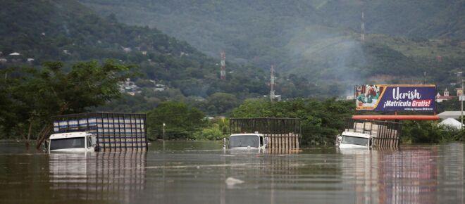 Huracán 'Iota' mantiene aisladas a 300 comunidades en El Caribe