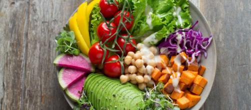 Comida saudável para substituir aquilo que faz mal. (Arquivo Blasting News)