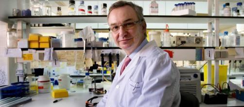 Josep Baselga, directivo de AstraZeneca anunció que la vacuna contra el coronavirus ya se está fabricando.