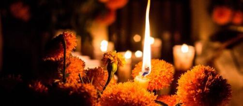 México rinde homenaje a víctimas en la tradicional ofrenda de Día de Muertos