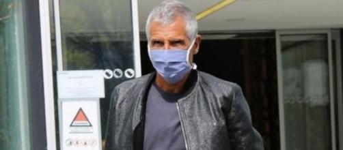Nagui portant un masque afin de se protéger du coronavirus - Capture d'écran Facebook