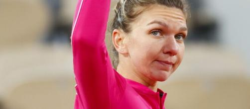 Simona Halep 'recovering well' after positive coronavirus test ... - (Image Credit: skysports/Youtube)