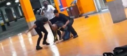 Homem negro é espancado e morto por segurança e PM em Carrefour do RS. (Arquivo Blasting News)
