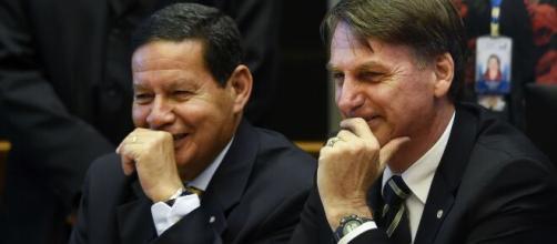 Mourão e Bolsonaro acreditam que não existe racismo no Brasil. (Arquivo Blasting News)